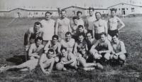 Fotbalový zápas mezi zaměstnanci závodu, Anton stojí vpravo nahoře, 1963