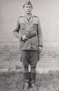 Liboš Buben na vojenském cvičení v druhé polovině 50. let