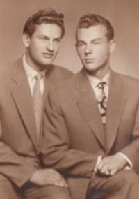 Liboš Buben (vpravo) s bratrem Vladimírem, druhá polovina 40 let