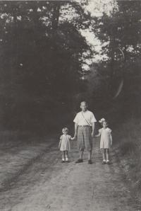 Hana Eva a tatínek 1937