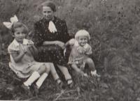 Hana Eva a babička  1937