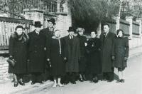 Zdeněk Hříbal (3. zleva) s rodinou (1955)