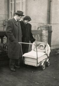 S rodiči, rok 1955