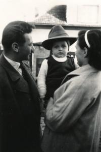 S rodiči, rok 1956