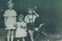 Jan Urban se setrami v roce 1956