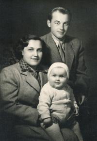 Hryzlík Jiří s dcerou a manželkou, začátek 50. let