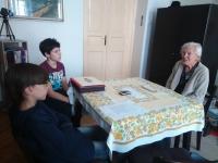 Helena Brabencova with students