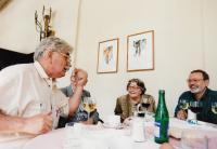 Setkání s Jiřím Kolářem v Savoyi, na fotce též manžel pamětnice Ludvík Vaculík