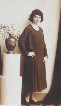 Maminka Emilie Fischerová (Grünbaumová) před válkou v Přerově