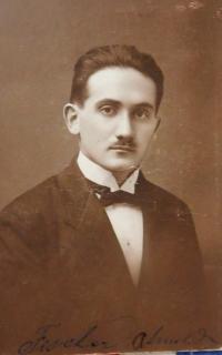 Otec Arnold Fischer