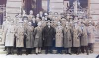 Otec Arnold Fischer (s šipkou) jako zaměstnanec československých drah v České Třebové