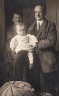 S rodiči na Smíchově - 1927 II.