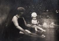 S rodiči na Smíchově - 1927 IV.