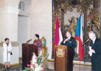 Paní Dubovská tlumočí projev prezidentky Indonésie I. - 2002
