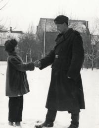 Helena Kašperová s otcem kolem roku 1955