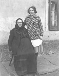 Matka pamětnice s babičkou Marií Vovsovou, Loucká, 1934