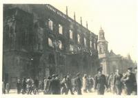 Ohořelá část radnice, Staroměstské náměstí, Praha, květen 1945