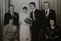 Svatba syna, Jiřina napravo, její manžel nad ní