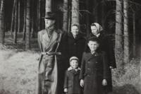 Jitka, její setra, manžel a děti