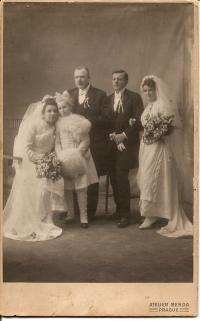 Svatba Václava Svobody staršího a Marie Štrosové, matky pamětníka Václava Svobody