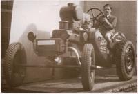 Pamětník na traktoru Svoboda Dk 12 v továrně svého otce, mezi lety 1939 - 45