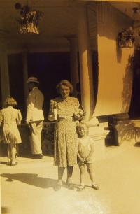 With mother in Luhačovice, 1940