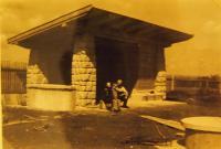 Stavba altánu v Nové Huti, 1941