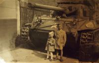 Před americkým tankem, 1945