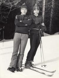 Pavel Bartovský (vpravo) na lyžích