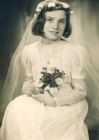 Bibiana cca 1942 - 1943 1st Holy Communion