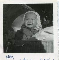 Oldřich Hamera as a toddler, 1944-5