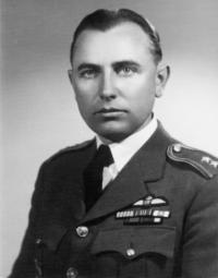 S.Rejthar v době služby u RAF