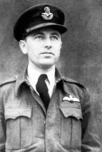 S. Rejthar v době služby u RAF