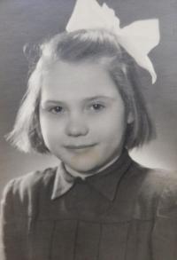 Jedno z dvaačtyřiceti dětí z Údolí smrti u Dukelského průsmyku, kterým Květoslava Bartoňová zařídila pobyt v Olomouci v letech 1946 -47
