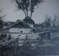 Vesnice v Údolí smrti u Dukelského průsmyku v roce 1946