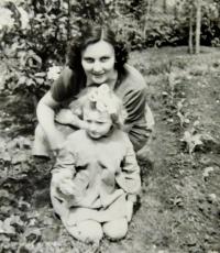 Květoslava Bartoňová s dcerou