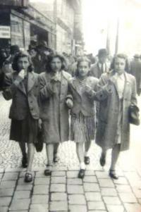 With friend from Jugendalium, Eva is first from the left, 1940