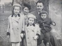 Rodina Kajnekova- rodiče Josef a Markéte a děti Marie, Ludmila a Josef