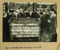 slavnostní splnění termínu v budování Dolu Dukla / 1960 / uprostřed dělnický ředitel Jan Klimša
