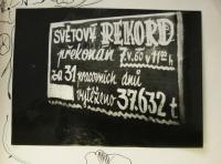 rekord v těžbě uhlí v Dole Dukla / nápis na vozíku / 7. května 1960