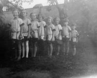 Malé Sokolky, cca 1930, Dagmar Weitzenbauerová poslední v řadě