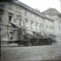Tramvaj č.20 po náletech 12.2. 1945, kterou ten den D. Weitzenbauerova nejela domů