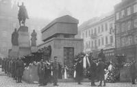 Pohřeb Aloise Jiráska 1930, Václavské náměstí, mezi Sokoly Václav Weitzenbauer