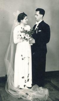 Svatební fotografie rodičů Karla a Klotildy, 1938