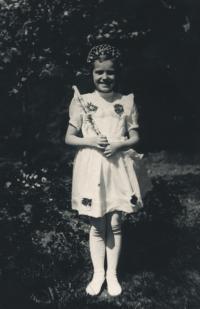Lidmila při prvním svatém příjmání, 1948