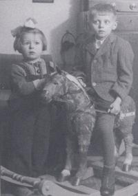 Miloš Trapl in the flat of his grandfather in the 1942