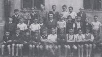 Miloš Trapl in primary school in Brno in the 1945 (sitting fourth from left)