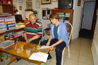 Cigánek během nahrávání se žáky v rámci projektu Příběhy našich sousedů (http://pribehynasichsousedu.cz/)