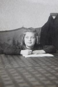 Věra Chudobová (Ruprechtová) v dětství