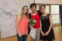 Helena Medková s Barborou Císařovu a Kateřinou Válkovou z Gymnázia nad Štolou na závěrečné prezentaci květen 2016